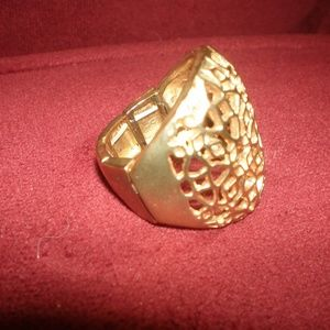ring gold tone  adjustable  high end style nwot